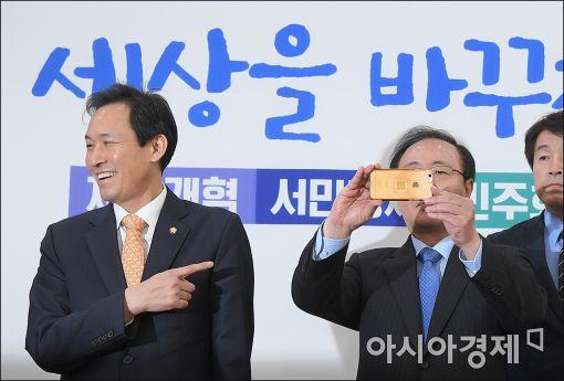 """[포토]""""노회찬 원내대표는 완전 SNS 중독"""""""