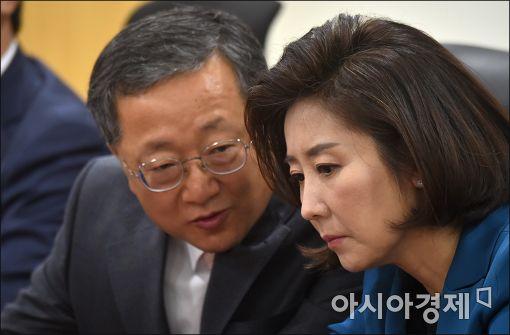 [포토]의견 나누는 나경원·김재경
