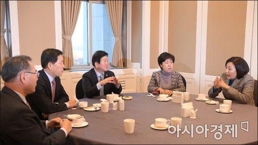 [포토]긴급 회동 갖는 야당 중진의원들