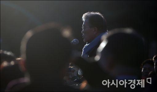 [포토]현장 연설하는 문재인 대표