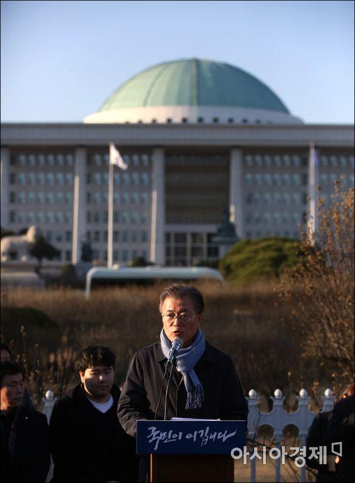 [포토]'국민이 이깁니다' 현장 발언하는 문재인 전 대표