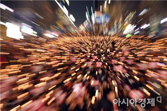 전국적으로 박근혜 대통령 퇴진을 촉구하는 촛불집회가 일제히 열린 가운데 3일 오후 광주 동구 금남로에서 박 대통령 퇴진을 촉구하는 촛불대회를 개최했다. 노해섭 기자 nogary@