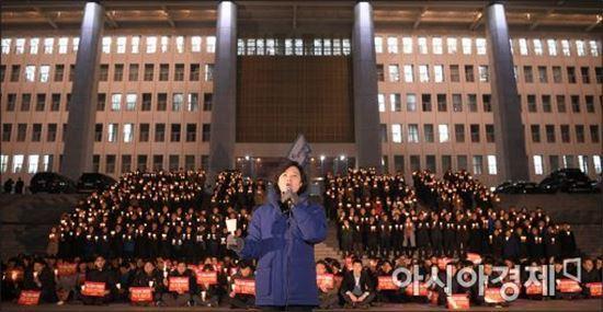 """민주 """"헌재, 탄핵 조기 인용으로 촛불 민심에 응답하라"""""""