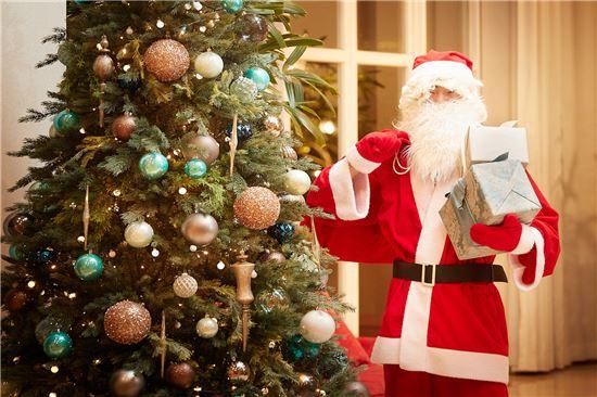 제주신라호텔, 크리스마스 맞아 '산타 선물 전달' 이벤트 실시