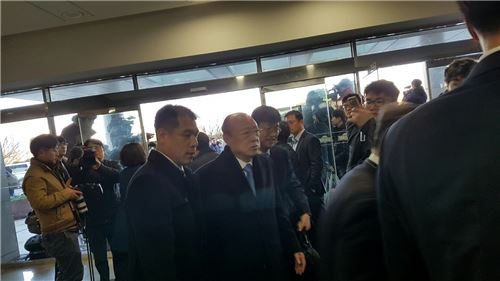 ▲김승연 한화그룹 회장이 6일 '최순실 국정농단 진상규명' 청문회에 참석하기 위해 들어가고 있다.
