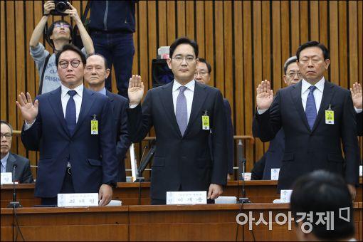 [포토]증인선서하는 최태원·이재용·신동빈