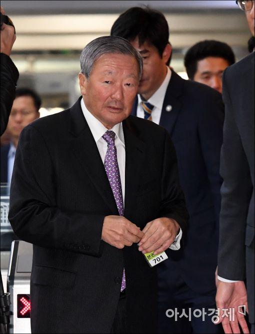 [포토]국회 들어서는 구본무 LG그룹 회장