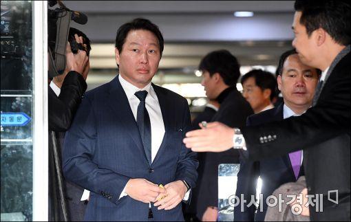[포토]국회 들어서는 최태원 회장