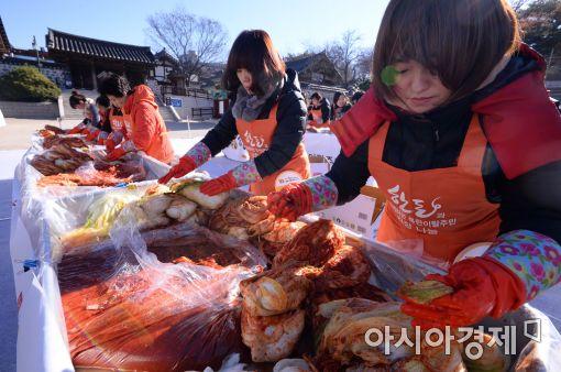 [포토]한옥마을에서 즐기는 김장