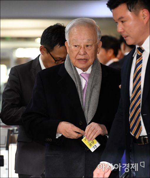 6일 국회에서 열린 박근혜-최순실 게이트 국정조사 특별위원회의 1차 청문회에 손경식 CJ그룹 회장이 출석하고 있다.