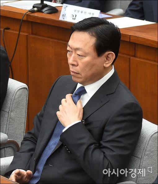"""[재계총수 청문회]""""그런 사실 없다"""" 신동빈, 대가성 출연 의혹 일축(종합)"""
