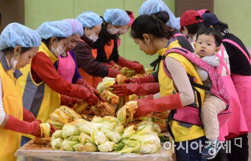 [포토]다문화가족과 함께하는 겨울맞이 김장