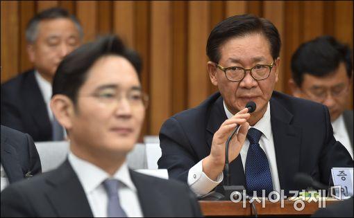 [포토]답변하는 홍완선 전 국민연금 기금본부장