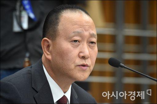 [포토]답변하는 윤석근 일성제약 대표