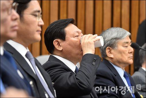 [포토]속타는 신동빈 롯데 회장