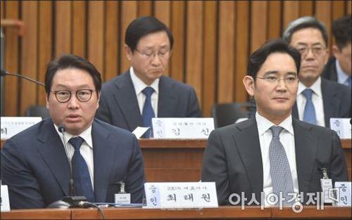 [포토]답변하는 최태원 회장