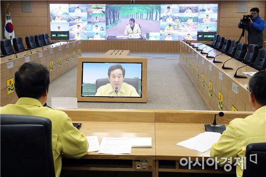 [포토]이낙연 전남지사,'AI방역대책 시군 부단체장 영상회의' 주재