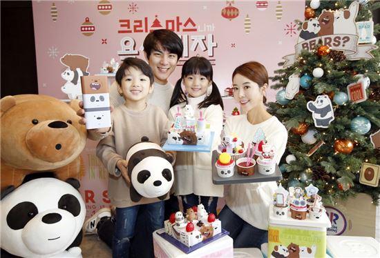 배스킨라빈스가 7일 서울 소공동 더플라자 호텔에서 연 '위베어베어스' 아이스크림 케이크 출시 기념행사에서 모델들이 해당 신제품을 들고 있다.