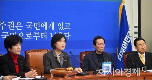 """민주 """"黃, 정치적 불신임 상태…회동 화답해야"""""""
