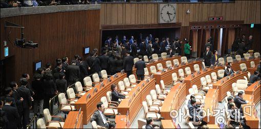 9일 오후 탄핵소추안 표결이 이뤄진 국회 본회의장