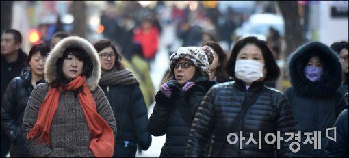 [날씨]전국 곳곳에 눈·비…체감온도 뚝 떨어진 강추위 시작