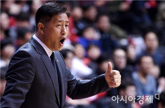 [포토]선수들 독려하는 추일승 감독