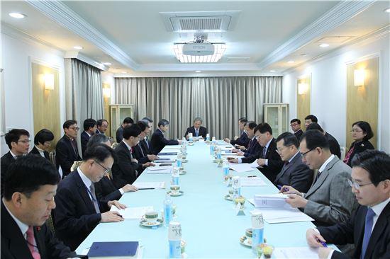 김관진 청와대 국가안보실장이 12일 청와대 서별관에서 국가사이버안보정책조정회의를 주재하고 있다.