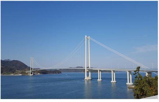 ▲ 여수반도와 고흥반도 낙후 도서지역을 잇는 국도 77호선 해상교량 2.9㎞ 구간이 착공 12년 만에 개통한다.