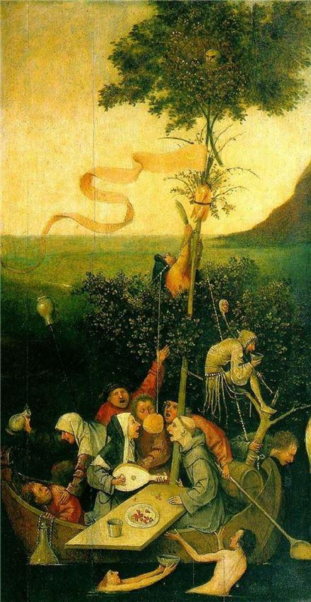 인간의 타락과 지옥의 풍경을 소름끼치게 묘사해 명성을 얻은 네덜란드 화가 히에로니무스 보스는 제바스티안 브란트의 <바보배>에 착안, 인간을 대표하는 열두명의 바보를 배에 태우고 그 항해의 모습을 사실적으로 묘사한 작품을 남겼다. 사진 = 히에로니무스 보스,「바보들의 배」, 나무판에 유채, 57.8×31.0cm, 1488년 경, 파리 루브르 박물관 소장