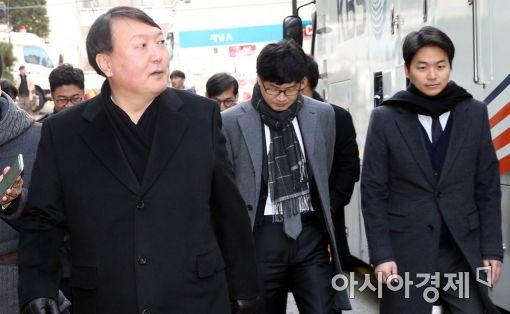 [포토]특검 사무실 나서는 윤석열 수사팀장