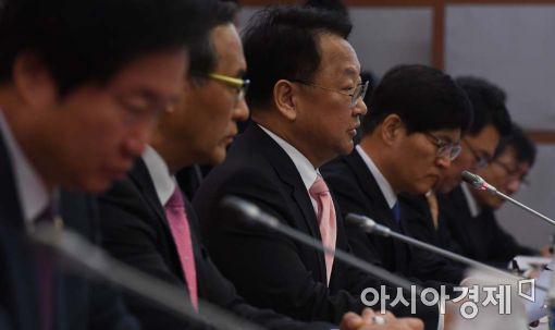 """[포토]유일호 """"일자리·민생 관련 재정지출 확대"""""""