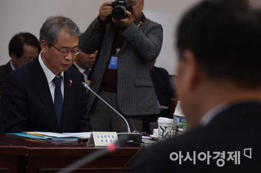 [포토]경청하는 임종룡 금융위원장