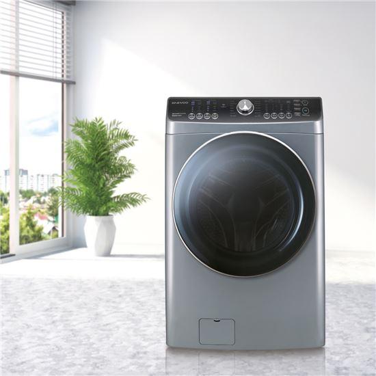 2016 우수디자인 대상(산업통상자원부장관상)을 받은 동부대우전자의 경사드럼 세탁기.