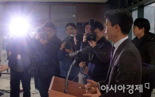 [포토]특검 수사 브리핑하는 이규철 대변인