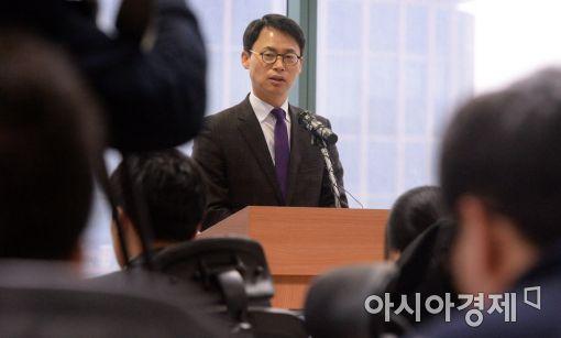 [포토]특검 브리핑하는 이규철 대변인