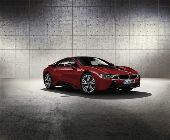 BMW i8 프로토닉 레드 에디션