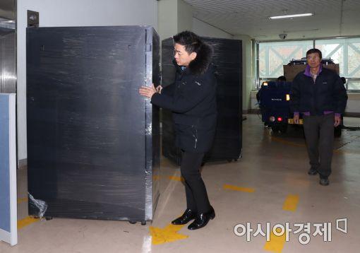 [포토]특검 사무실로 옮겨지는 기자재