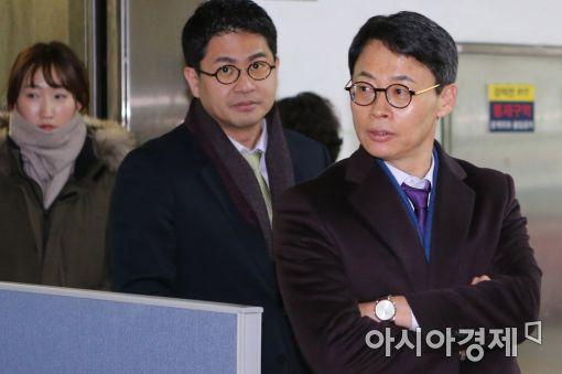 [포토]특검 사무실 나서는 이규철 대변인