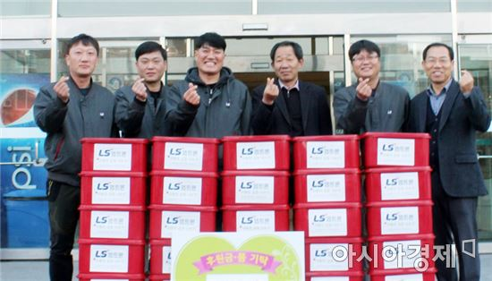 LS엠트론 노동조합, 정읍시장애인복지관에 '사랑의 김장 김치'전달