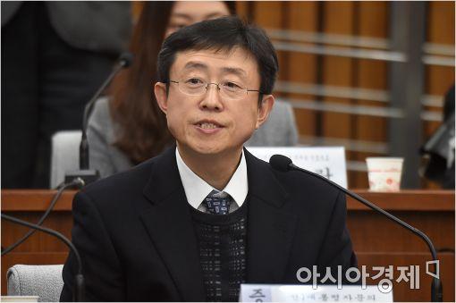 [포토]답변하는 김상만 자문의
