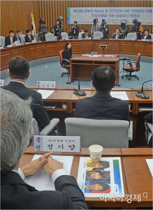 [포토]정기양 전 자문의 '대통령 성형시술 의혹 사진 확인'