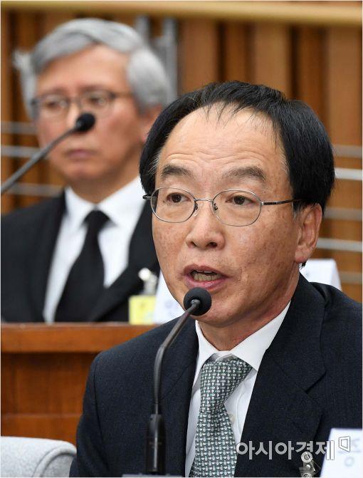 [포토]답변하는 김원호 전 의무실장
