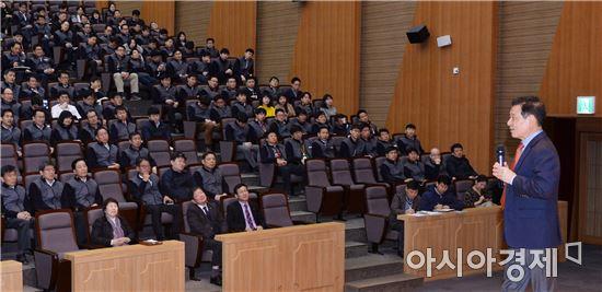 """윤장현 광주시장 ,""""지역사회 발전 파트너 돼 달라"""""""