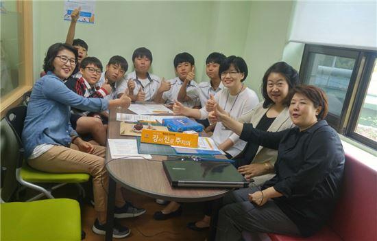 진로탐색 프로그램 참여 학생들