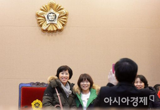 [포토]대심판정에서 추억 쌓는 시민들