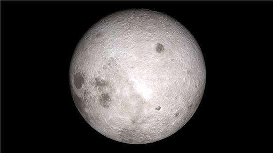 우리가 보지 못했던 달의 이면엔 매우 많은 크레이터(구덩이)가 있다. 미국 항공우주국 NASA는 달에 대한 보다 세밀한 관측을 위해서 지난 2009년 LRO(Lunar Reconnaissance Orbiter, 달궤도정찰위성)를 발사해 다양한 자료를 수집하고 있는데, 이 사진은 지난 2015년 LRO가 달 표면 측정 중 촬영한 사진이다. 사진 = NASA