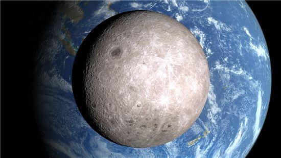 달의 뒷편에서 달과 지구를 촬영한 사진, 합성처럼 보이는 이 광경은 미국 항공우주국 NASA가 지난 2009년 쏘아올린 LRO(Lunar Reconnaissance Orbiter, 달궤도정찰위성)에서 촬영한 사진이다. 사진 = NASA