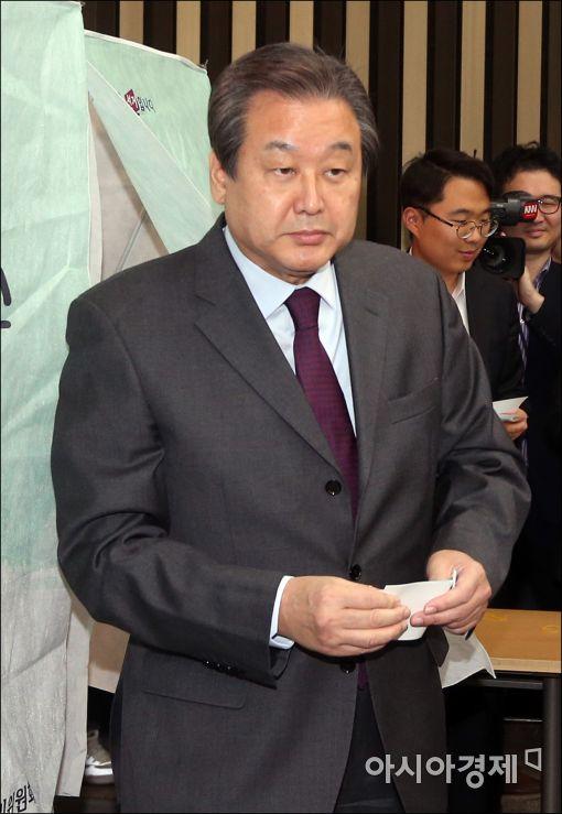 [포토]투표 마친 김무성 전 대표
