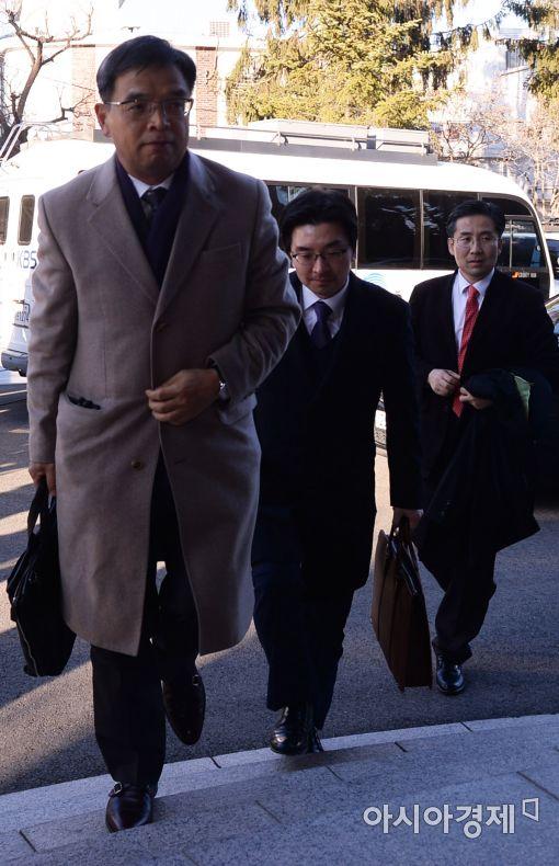 [포토]헌법재판소 도착한 박 대통령 법률 대리인단