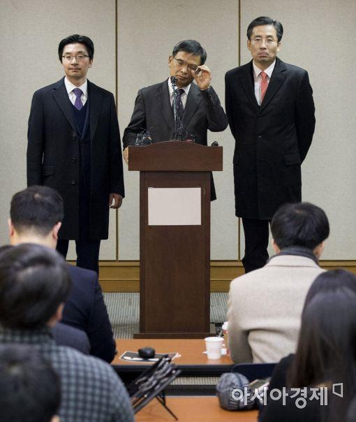 [포토]탄핵 반박 브리핑하는 朴대통령 변호인단